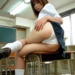 黒髪の女子高コス美女が制服姿でエッチになってる画像がたまらんエロさ[26枚]